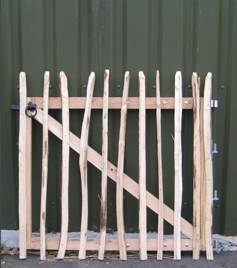 Chestnut fence rails 8cm Entrance 90cm x 120cm