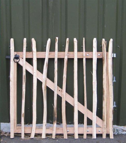 Chestnut gateway 120cm x 120cm
